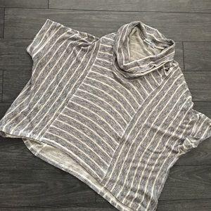 Splendid Gray Striped Top Sz Medium